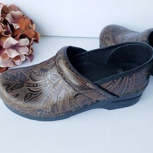 Dansko Tooled Brown Leather Pro Clogs 39, 9